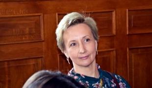 Julia Żyłowska odbiera nagrodę za I miejsce w Międzynarodowym Konkursie Artystycznym w Turku.
