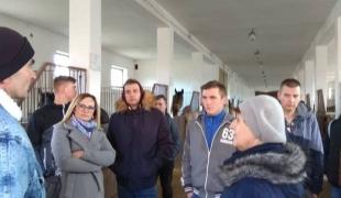 Wycieczka zawodowa uczniów ZS CKR w Gołotczyźnie do Stadniny Koni w Krasnem.